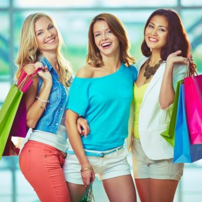 Lo shopping è un momento glamour! Rendi la giornata speciale con un autista personale in limousine.